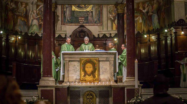 """Sant' Egidio: """"Preghiera – Servizio ai poveri – Pace"""" di Martin Lenk, SJ"""